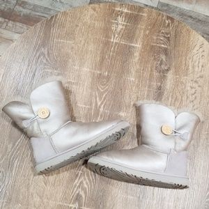 UGG Bailey silver fur linned boots size 8